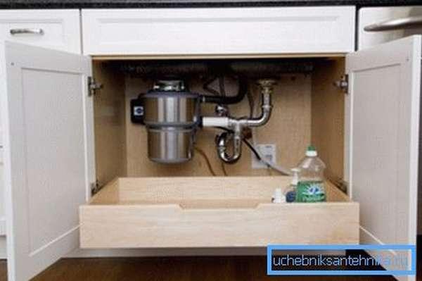 Фильтрующее оборудование, установленное под раковиной