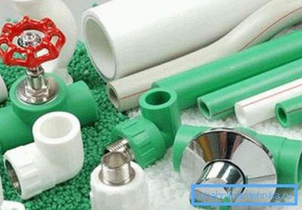 Фитинги и водопроводные пластиковые трубы для дачи