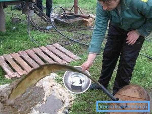 Фото грязной воды из скважины