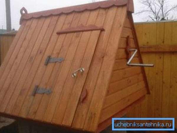 Фото конструкции с дверцей на скате кровли