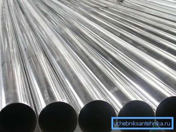 Фото металлических труб, предназначенных для отопительных систем