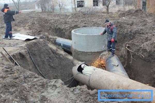 Фото очень наглядно демонстрирует преимущества большого расстояния до магистрального водопровода.