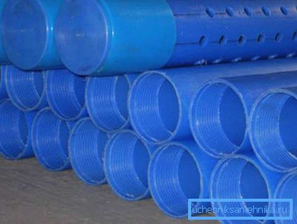 Фото пластиковых труб и фильтровальных колонн.