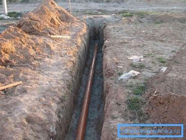 Фото правильно уложенной канализационной трубы