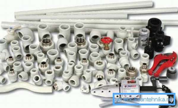 Фото разнообразных пластиковых фитингов