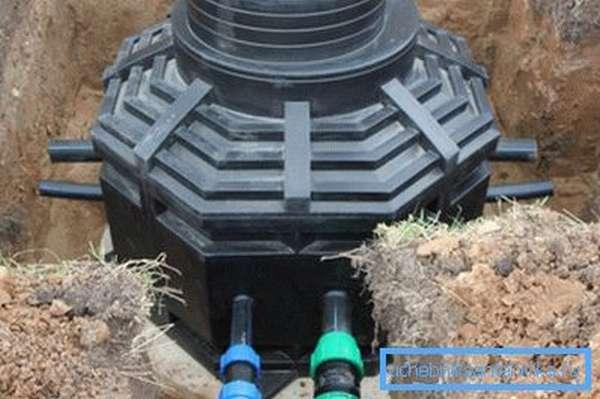 Фото установленной конструкции с подключенными кабелями
