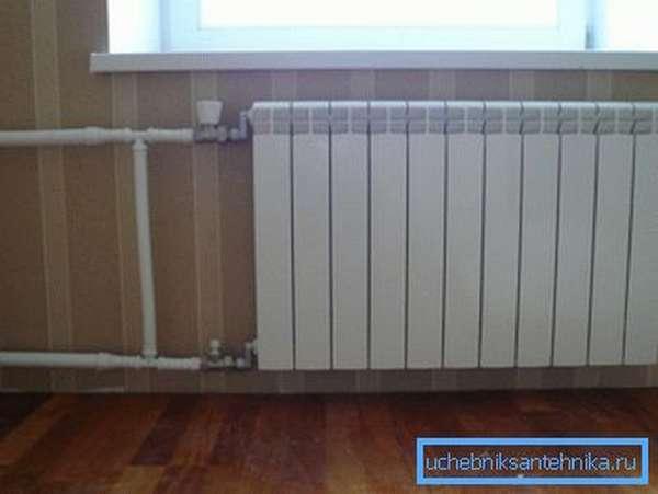 Функционирующий новый отопительный радиатор
