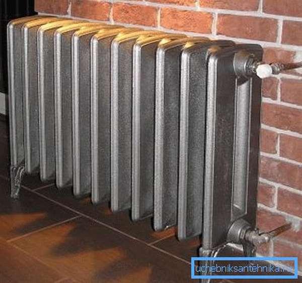 Функционирующий радиатор из чугуна