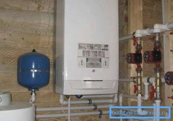Газовый котел, установленный на даче