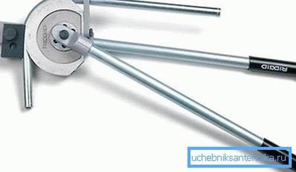 Гибка тонкостенных труб осуществляется вот таким незамысловатым инструментом