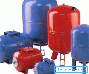 Гидроаккумулятор можно разместить в любой точке водопровода.