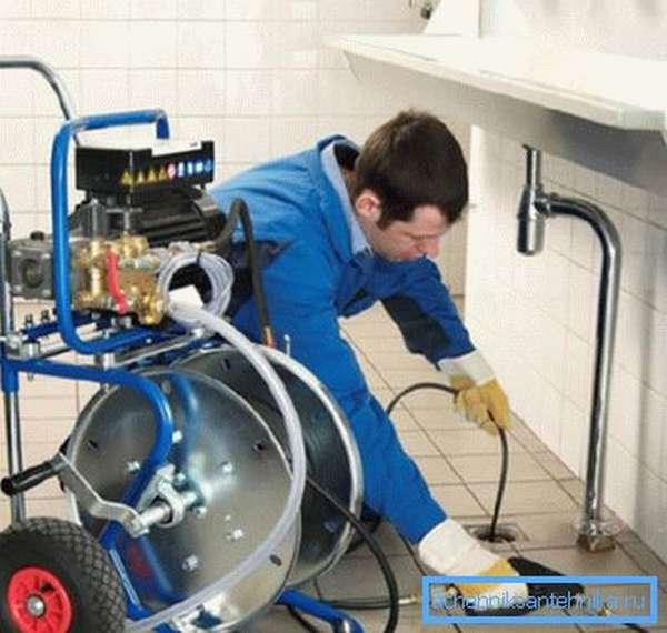 Гидродинамический аппарат для прочистки канализационных труб