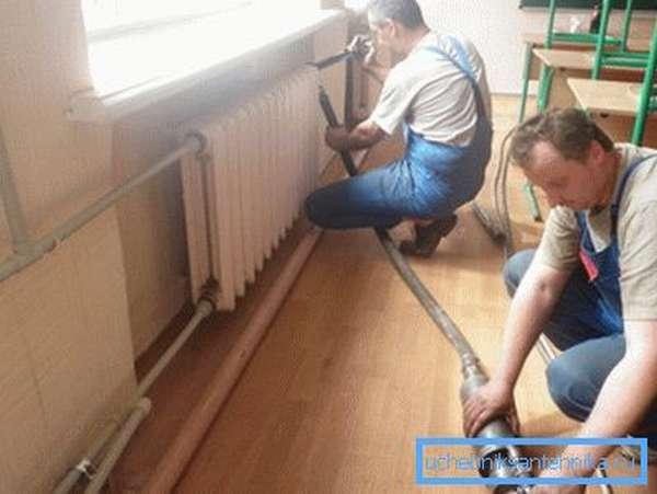 Гидропневмопромывка системы отопления может проводиться без демонтажа радиаторов