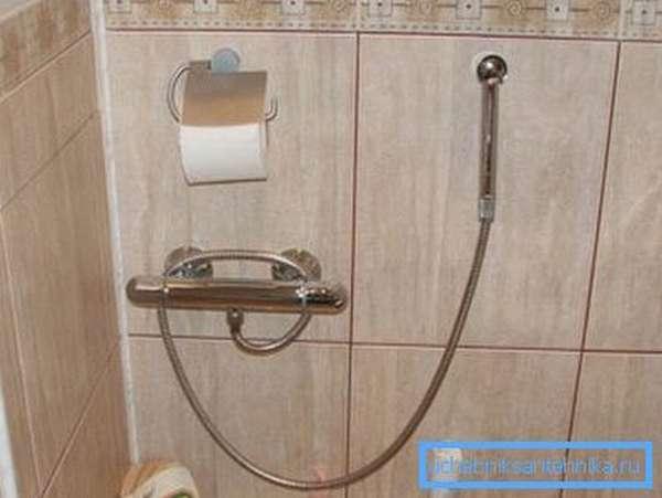 Гигиенический набор со смесителем, оснащенным термостатом