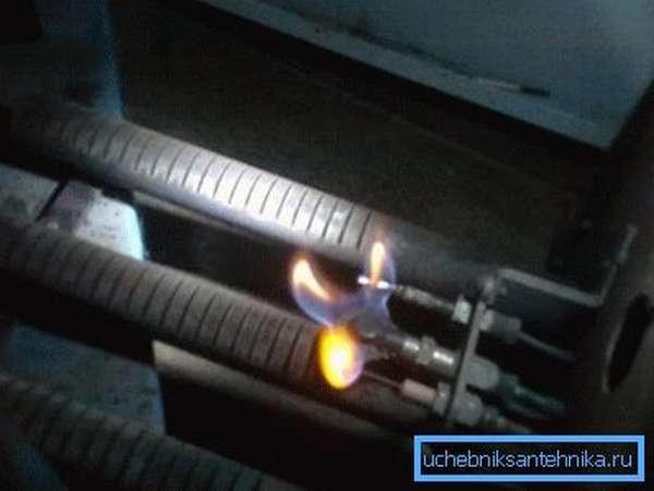 Горелка с пьезозажиганием (на фото) делает аппараты энергонезависимыми