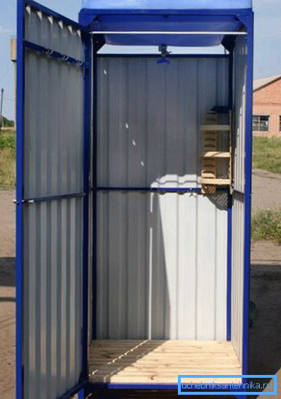 Готовая кабинка из профнастила на металлокаркасе