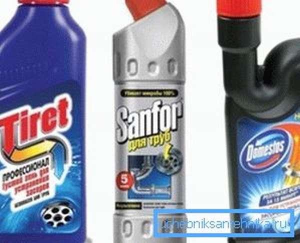 Химические средства для прочистки засоров представлены в широком ассортименте.
