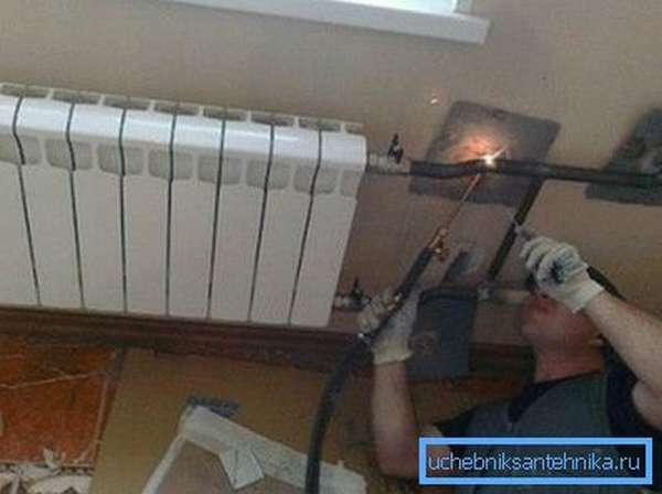 Хороший сварщик всегда знает, какими электродами варить трубы