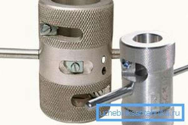 Инструменты для зачистки торцов. Чаще всего используются для монтажа водопроводов, но и в канализации пригодятся