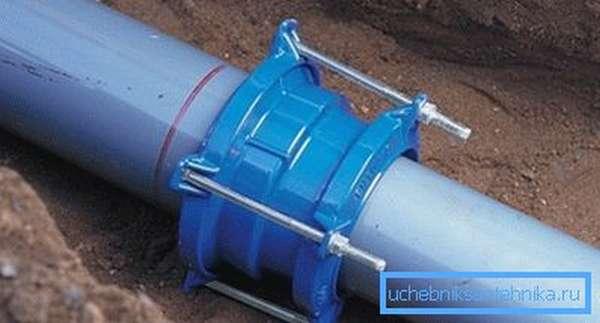 Использование муфты для соединения чугунного трубопровода