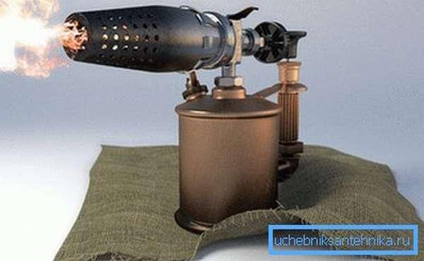 Использование паяльной лампы