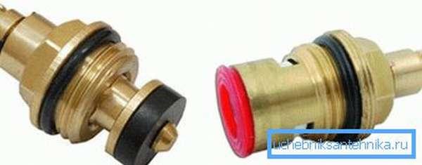 Используют два типа кран-букс – червячную с резиновой прокладкой и керамическую