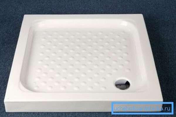 Изделия из керамики ставятся прямо на поверхность