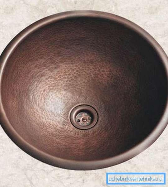 Изделия из меди и других металлов отличаются прочностью и долговечностью.