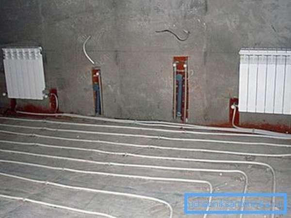 Изделия из пластика можно бетонировать, обустраивая пол с подогревом