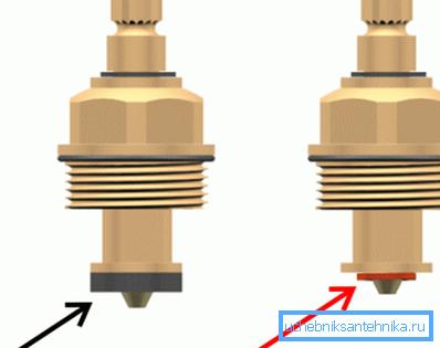 Износ уплотнительной прокладки на правой фотографии, поэтому ее нужно срочно заменить