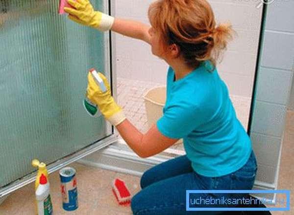 Кабинку можно чистить разными составами.