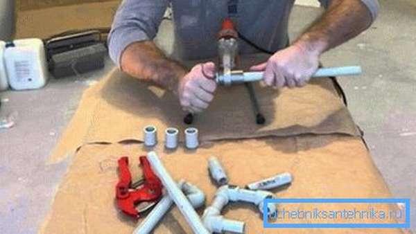 Как паять полипропиленовые трубы своими руками с помощью специальных инструментов