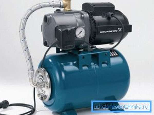 Как поднять давление воды в водопроводе на загородном участке? Используйте насосную станцию