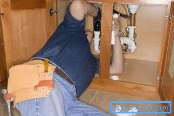 Как производится установка смесителя на кухне своими руками