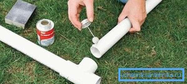 Как склеить трубы ПВХ с помощью специального состава
