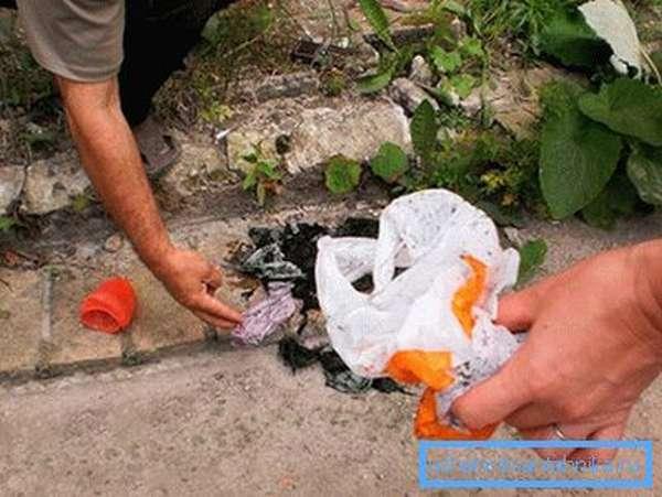 Канализация забилась пластиковыми пакетами и тряпками
