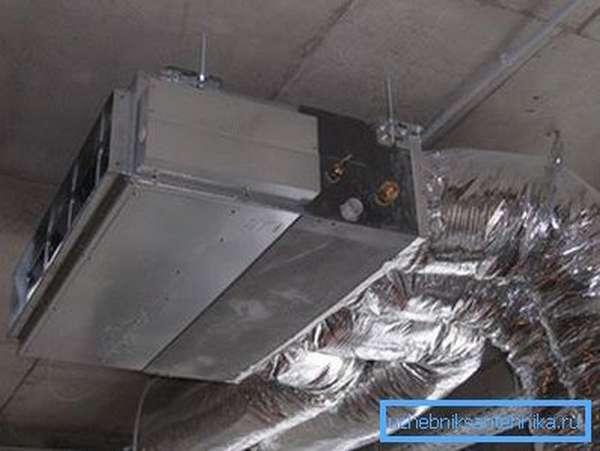 Канальный кондиционер в системе вентиляции.