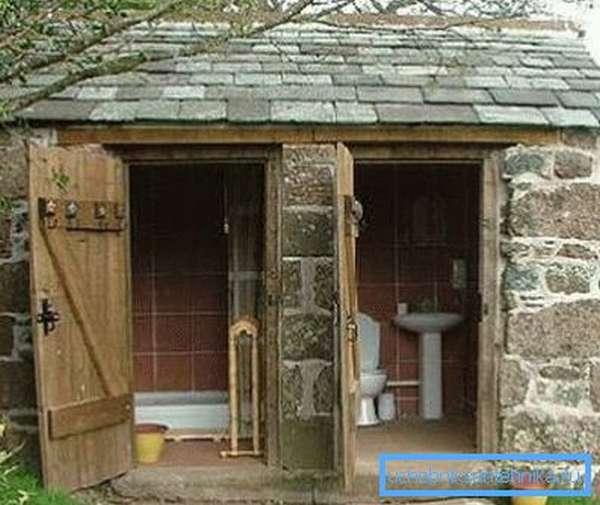 Капитальный душ-туалет.