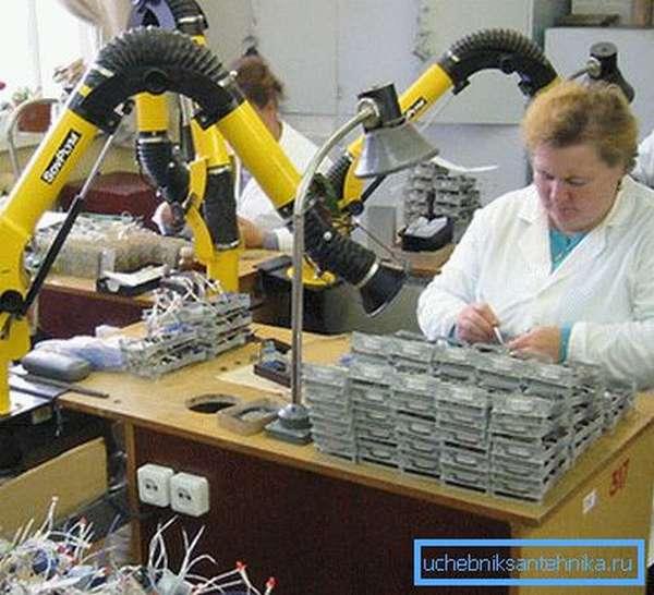 Каждое рабочее место может быть оборудовано персональной вытяжкой