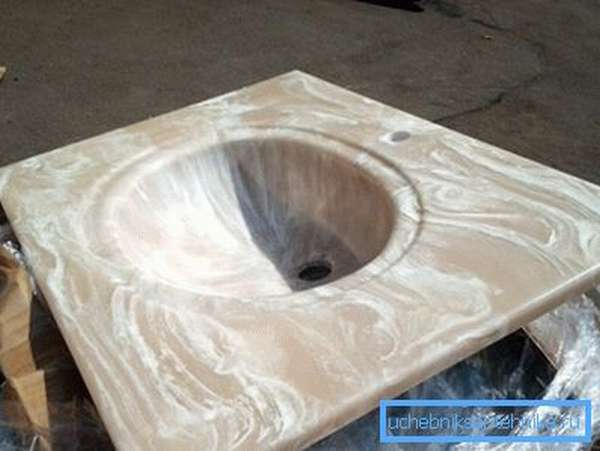 Керамогранит может выпускаться с имитацией оникса, мрамора и прочих дорогих природных материалов
