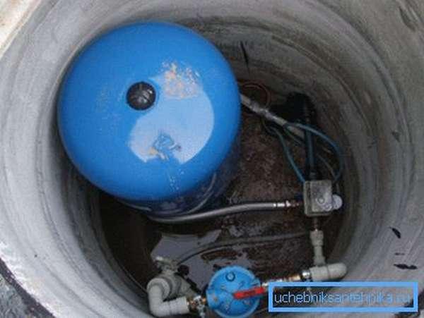 Кессон скважины с установленным оборудованием