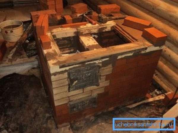 Кирпичная кладка в деревянном доме