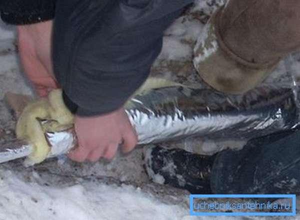 Классически способ утепления водопровода