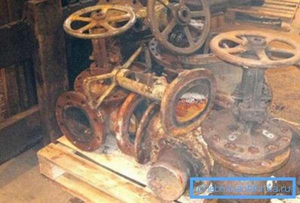 Клиновым задвижкам требуются периодические ревизия и ремонт.
