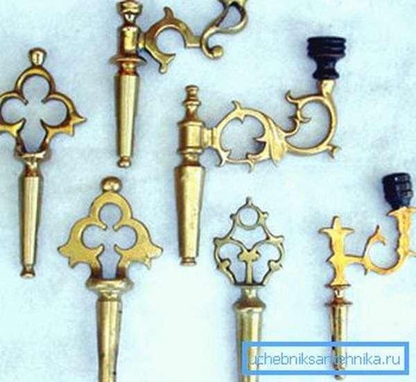 Ключи необходимо периодически вынимать, очищать и смазывать для избегания образования налета