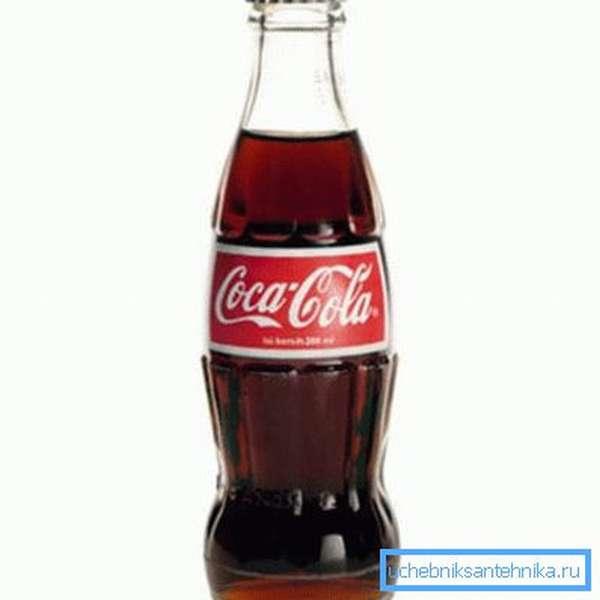 Кока-кола зарекомендовала себя как эффективное народное чистящее средство для унитаза