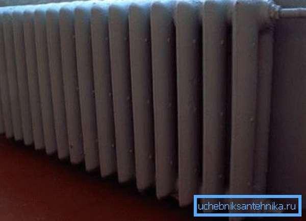 Количество секций радиатора зависит от площади комнаты и количества окон в ней