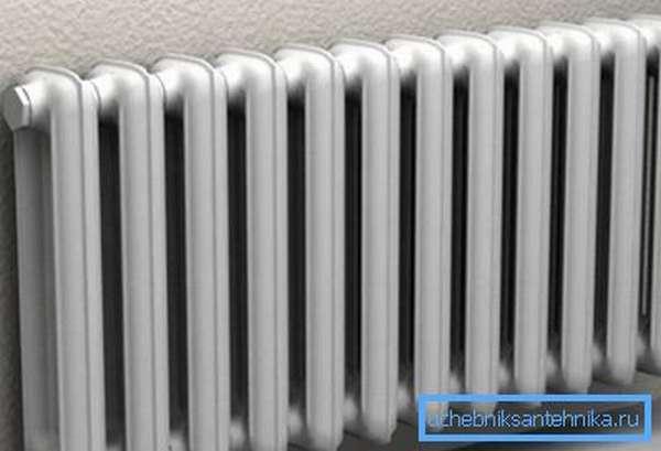Количество секций в батарее отопления зависит от выбранного материала радиатора и площади комнаты