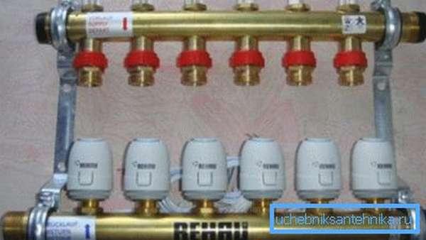 Коллекторы оснащены расходомерами и термоголовками