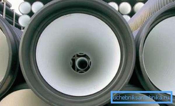Кольца подобного типа имеют специальные пазы для обеспечения герметичного соединения при дополнительном использовании герметика